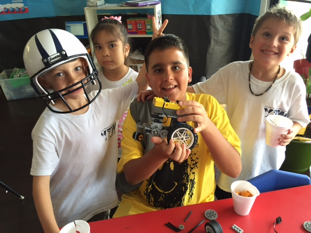Technology : Working with LEGO robotics while learning Spanish
